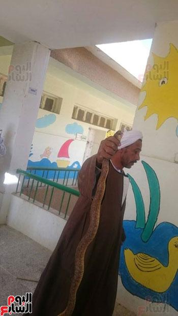 الثعبان-داخل-المدرسة--(3)