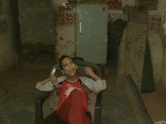 والد الشاب رامى مجدى يوسف من مواطنى مركز الداخلة بالوادى الجديد (2)
