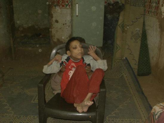 والد الشاب رامى مجدى يوسف من مواطنى مركز الداخلة بالوادى الجديد (5)