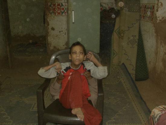 والد الشاب رامى مجدى يوسف من مواطنى مركز الداخلة بالوادى الجديد (6)