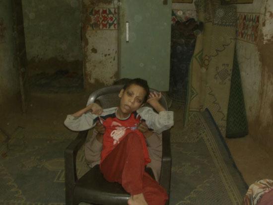 والد الشاب رامى مجدى يوسف من مواطنى مركز الداخلة بالوادى الجديد (7)