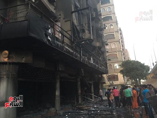 حريق معرض السيارات فيصل الهرم معرض سيارات مطافى (1)