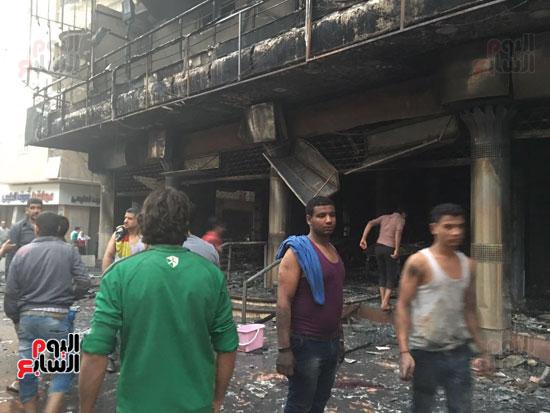 حريق معرض السيارات فيصل الهرم معرض سيارات مطافى (7)