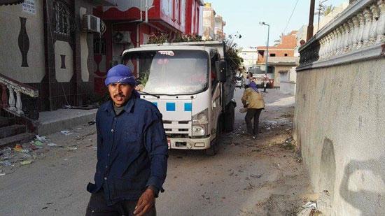 مجلس مدينة العريش يواصل حملات تنظيف الأحياء (2)