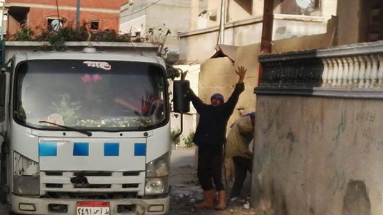 مجلس مدينة العريش يواصل حملات تنظيف الأحياء (3)