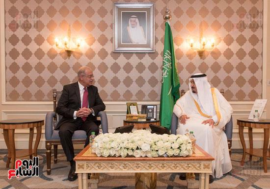 احمد-الطيب-الملك-سلمان-عبد-العزيز-شريف-اسماعيل-الازهر-مجلس-الوزراء-السعودية-(3)