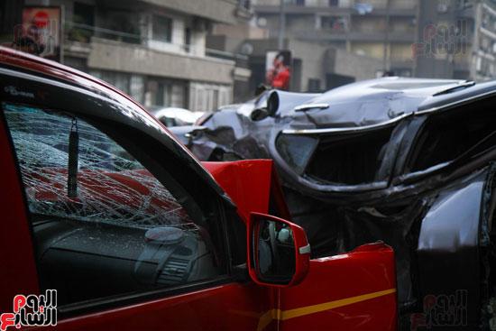 شلل مرورى أعلى كوبرى أكتوبر بعد تصادم سيارتين وانقلاب إحداهما (5)