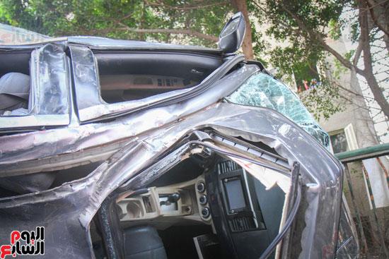 شلل مرورى أعلى كوبرى أكتوبر بعد تصادم سيارتين وانقلاب إحداهما (13)