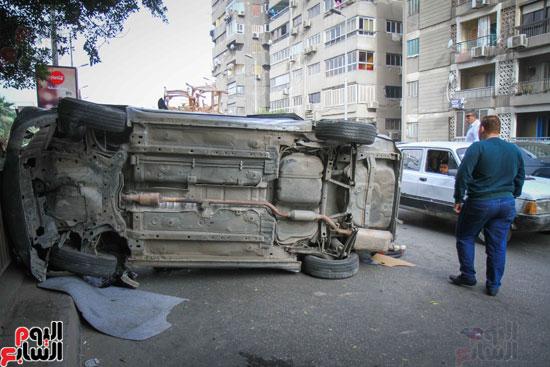 شلل مرورى أعلى كوبرى أكتوبر بعد تصادم سيارتين وانقلاب إحداهما (15)