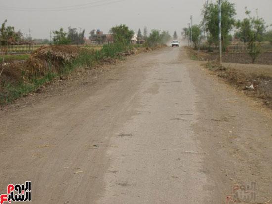 عدم استكمال رصف طرق قرى لمبة بالدقهلية (1)