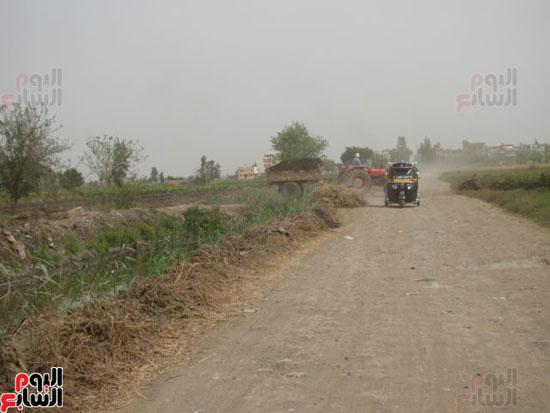 عدم استكمال رصف طرق قرى لمبة بالدقهلية (2)