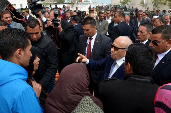 الرئيس التونسى يزور بن قردان بعد شهر على هجمات إرهابية دامية (5)