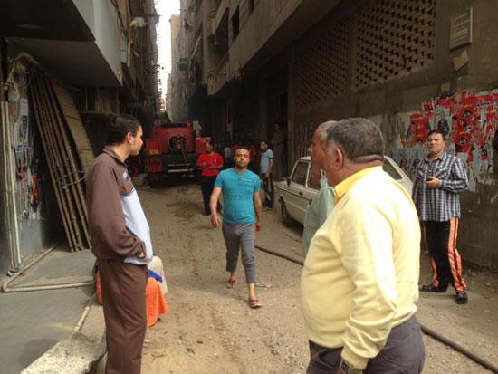 حريق بورشة سيارات بشبرا الخيمة (3)