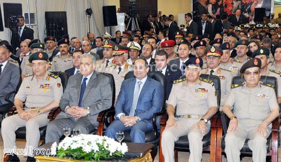 الرئيس السيسى يستمع لشرح حول مصانع إدارة المركبات  -اليوم السابع -5 -2015