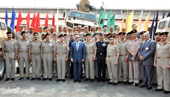 الرئيس السيسى مع كبار القادة ورجال إدارة المركبات  -اليوم السابع -5 -2015