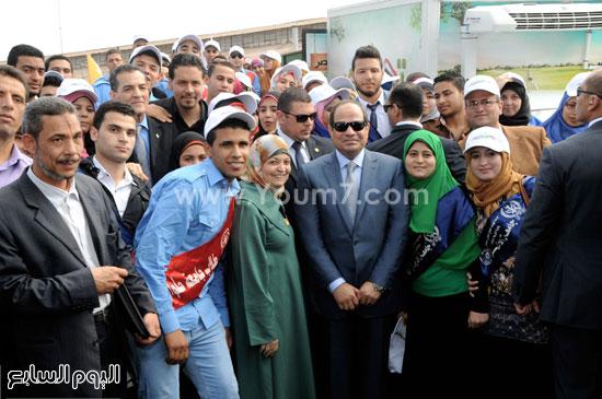صور تذكارية للرئيس مع شباب الجامعات المصرية  -اليوم السابع -5 -2015