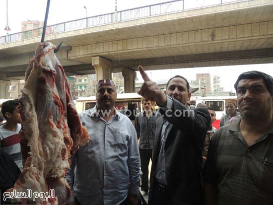 المقدم محمد زردق وكيل مباحث تموين الشرقية أثناء مشاركته فى الحملة -اليوم السابع -5 -2015