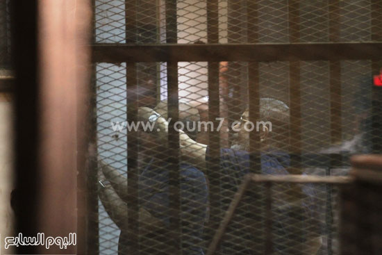 الرئيس المعزول داخل القفص الزجاجى بالمحكمة  -اليوم السابع -5 -2015