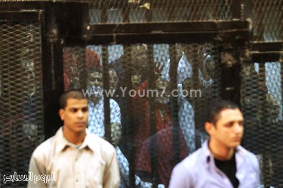 المتهمون من داخل قفص الاتهام  -اليوم السابع -5 -2015