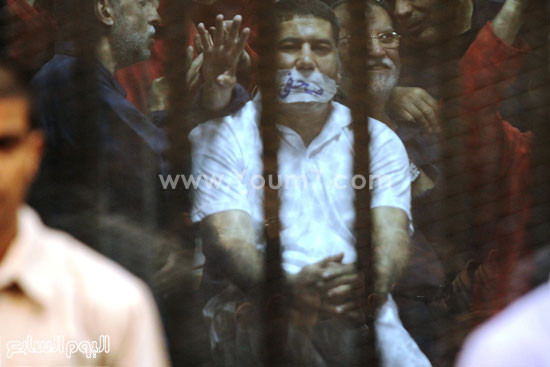 أحد المتهمين بداخل قفص الاتهام  -اليوم السابع -5 -2015