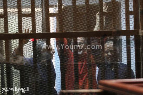 البلتاجى و باقى المتهمين من داخل قفص الاتهام  -اليوم السابع -5 -2015