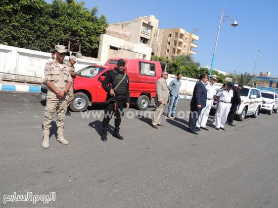 مدير أمن مطروح ومدير إدارة المرور خلال الإشراف على الحملة -اليوم السابع -5 -2015