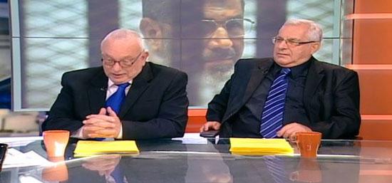 مذيعان بالتليفزيون الإسرائيلى يضعان صورة لمرسى كخلفية -اليوم السابع -5 -2015