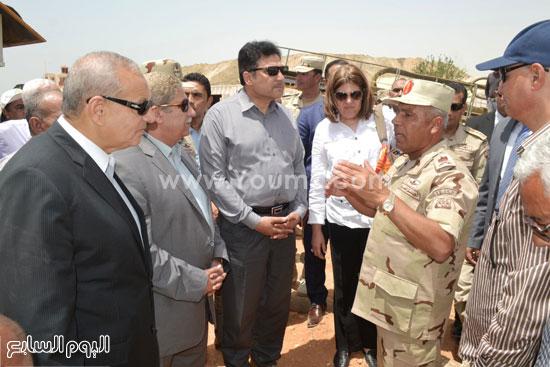 اللواء الوزير يشرح ما تم إنجازه من المشروع  -اليوم السابع -5 -2015