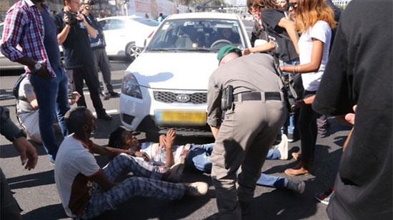 متظاهر إثيوبى يغلق الطريق والشرطة تحاول اعتقاله -اليوم السابع -5 -2015