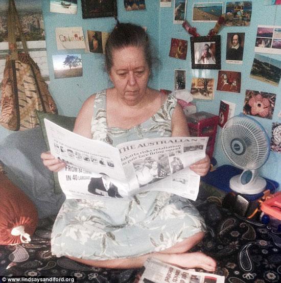 تحاول الجدة إثارة الرأى العام من خلال رفضها لإخفاء عينها -اليوم السابع -5 -2015