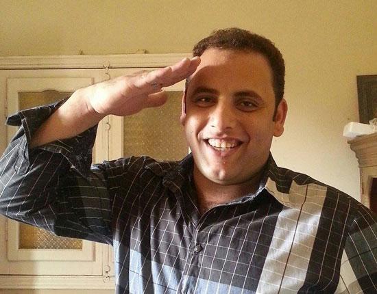 الرائد صلاح الحسينى يؤدى التحية العسكرية  -اليوم السابع -5 -2015
