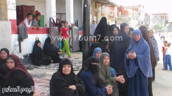 أهالى الشهيد يودعون جثمانه -اليوم السابع -5 -2015