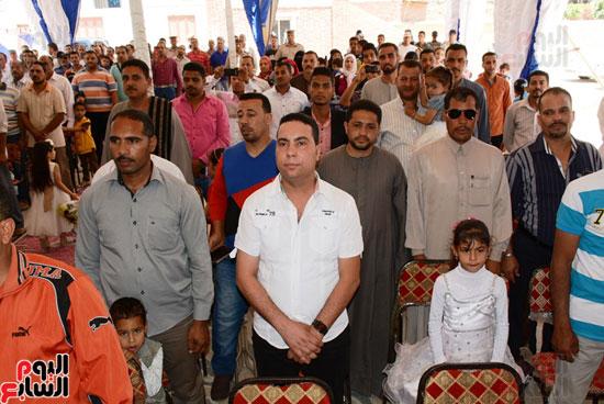 ايمن عبد المنعم محافظ سوهاج باحتفالية تسليم 63 تاكسى باستاد سوهاج (14)