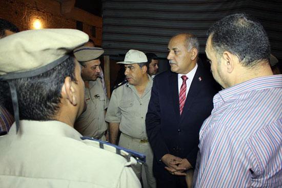 مدير الأمن يتفقد الحالة الأمنية بدائرة قسم ثان أسوان (2)