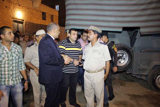 مدير الأمن يتفقد الحالة الأمنية بدائرة قسم ثان أسوان (4)