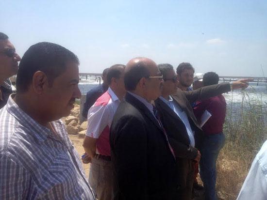 جانب من زيارة رئيس شركة المياه لمحطات  بورسعيد (3)