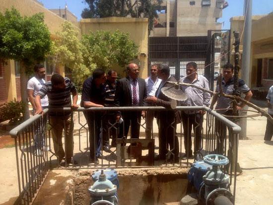 جانب من زيارة رئيس شركة المياه لمحطات  بورسعيد (4)