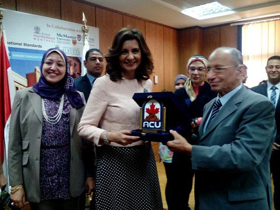 وزيرة-الهجرة-خلال-لقائها-أبناء-المصريين-(3)