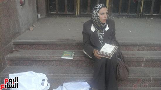 الإعلامية-رضا-الكرداوى-طليقة-توفيق-عكاشة-أمام-البرلمان--(7)
