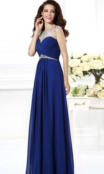 8f8d7be0ee99a يتميز الأزرق أكثر من أى لون ثانى بالقدرة الكبيرة على مزجه مع التطريز فى  الفساتين، سواء كان ذلك التطريز باللون الذهبى أو الفضى أو غير ذلك.