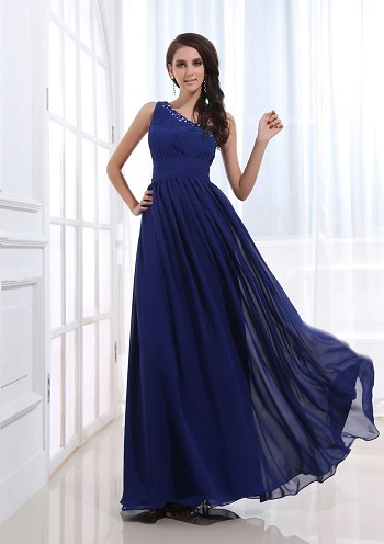 00487eb8e0f24 فساتين سوارية زرقاء وان شولدر  بعض الفتيات يفضلن موديل الفستان الوان شولدر  او الكتف الواحد، لأن تلك الفساتين تضيف جمالا وأنوثة لصاحبتها