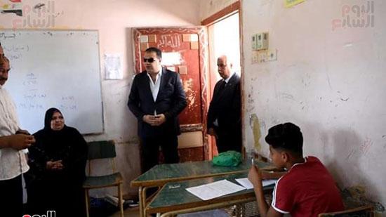 محافظ الفيوم يتفقد لجان الامتحانات (3)