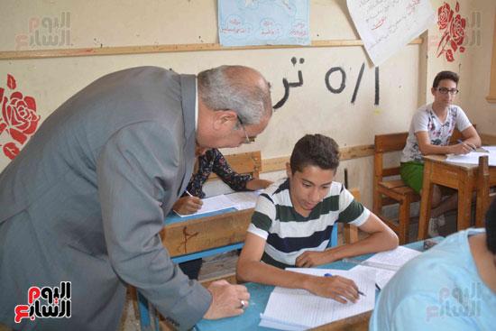 محافظ المنيا يتفقد لجان الامتحانات  (2)