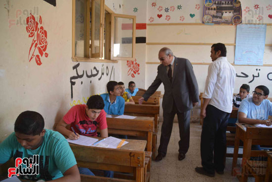 محافظ المنيا يتفقد لجان الامتحانات  (3)