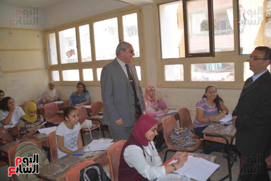 محافظ المنيا يتفقد لجان الامتحانات  (6)