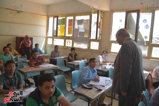 محافظ المنيا يتفقد لجان الامتحانات  (8)