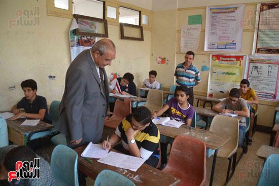 محافظ المنيا يتفقد لجان الامتحانات  (9)