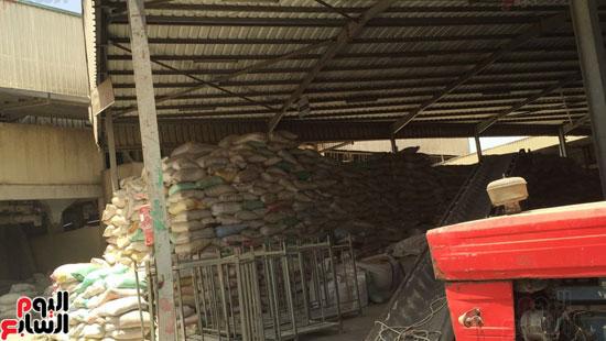 ضبط 1055 طن أرز احتكرها التجار قبل رمضان (2)