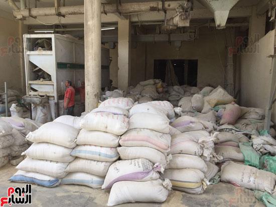 ضبط 1055 طن أرز احتكرها التجار قبل رمضان (3)