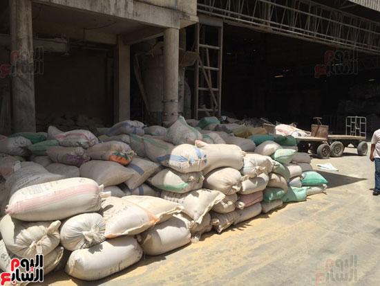 ضبط 1055 طن أرز احتكرها التجار قبل رمضان (4)